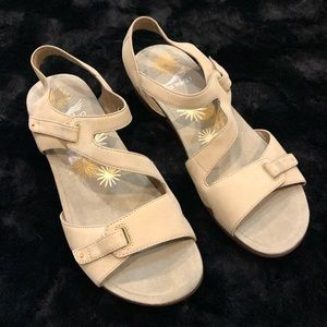 Dansko Leather Sandal Tan/Beige Velcro Straps 41